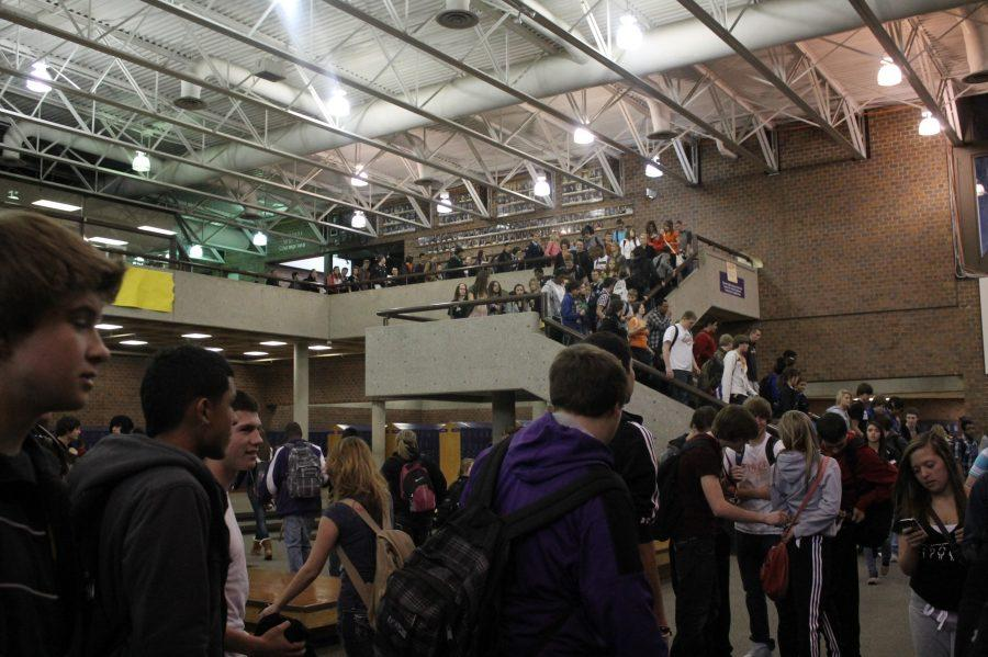 Bellevue+West+students+mingle+during+passing+period+in+the+commons.+Photo+by+Tessa+Perez.