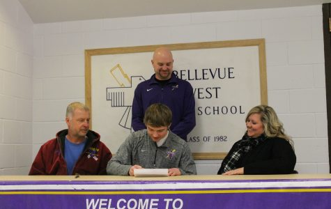 Aaron Mason signs to Allen County Community College.