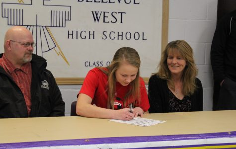 Larsen signs with Coffeyville Community College