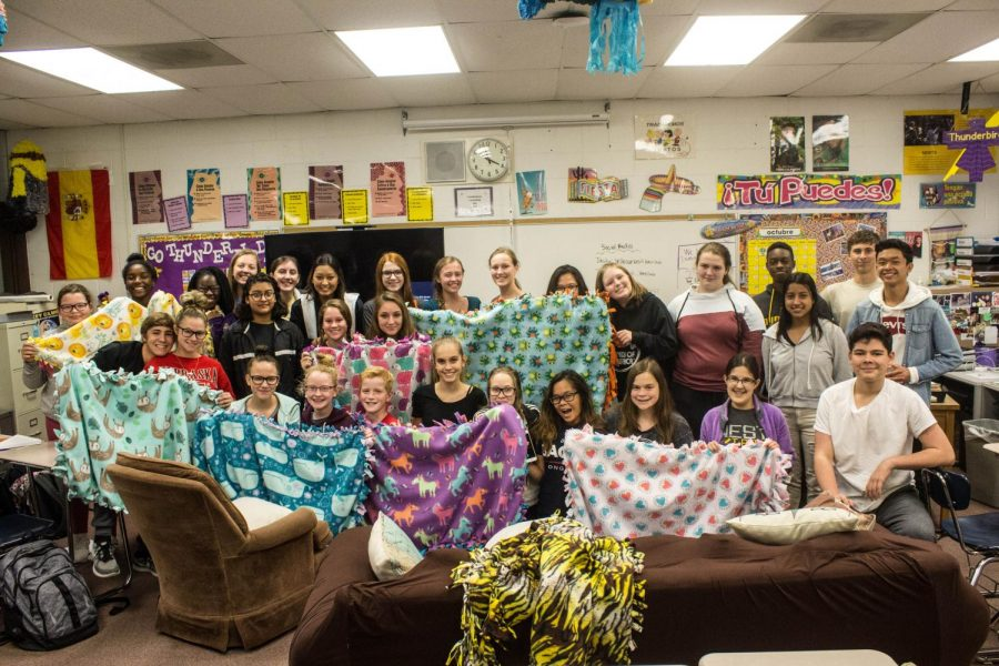 Key+Club+makes+blankets+for+Project+Linus.