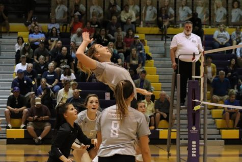 Photo Essay: Volleyball vs. Elkhorn South 9/10/19