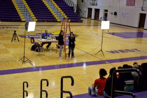 Yearbook returns to taking club photos in one day