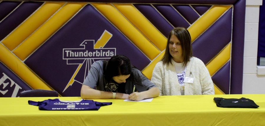 Senior+Jacki+Apel+signs+a+letter+of+intent+to+play+volleyball+at+Bellevue+University+on+Nov.+4.