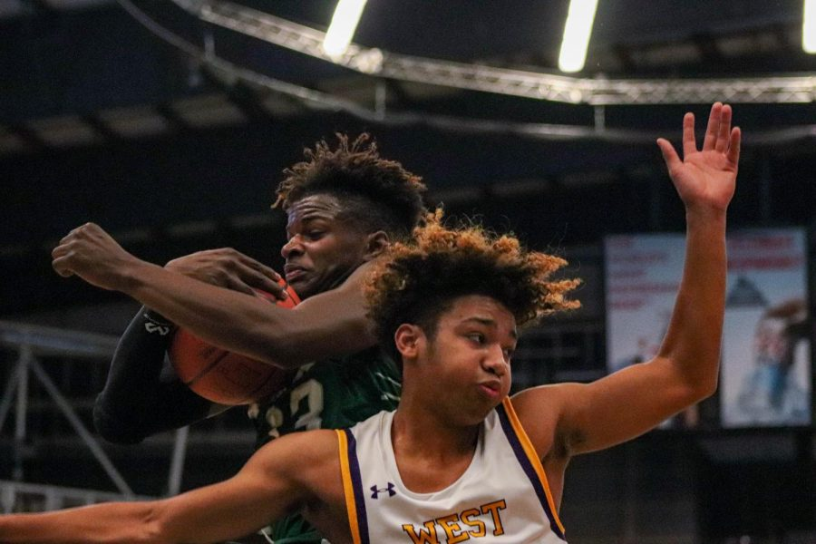 Photo Essay: Boys basketball vs. Omaha Benson 12/28